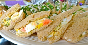 Smoked Salmon and Dil Egg Salad Sandwiches